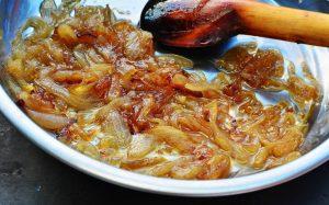 Πώς να καραμελώσεις κρεμμύδια στο μισό χρόνο – Newsbeast